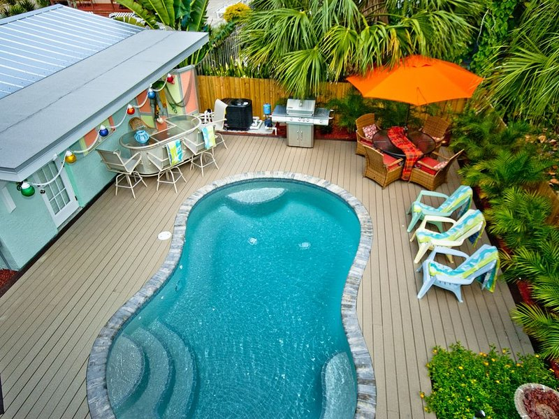 Angie's Place! 2br/2ba, heated pool and a view of the Gulf!, alquiler vacacional en Bradenton Beach