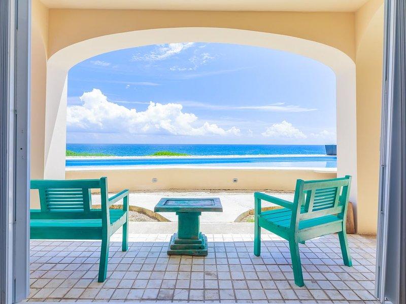 Isla 33 Condo #1102 incredible panoramic views of Isla's rugged Caribbean-side c, location de vacances à Playa Mujeres