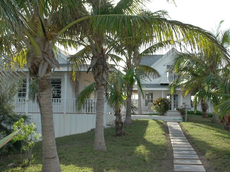 Private 12 Acre Beachfront Home on a World Renowned Pink Sand Beach, alquiler de vacaciones en North Palmetto Point