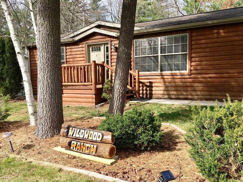 Windy's Wildwood Ranch * Spring Brook Resort | Cozy 3 Bdrm Home | Clubhouse - Po, vacation rental in Wisconsin Dells