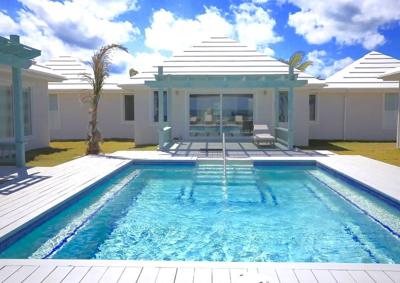 Brand New Luxury Beachfront Estate with Heated Pool on Banks Road, alquiler de vacaciones en North Palmetto Point