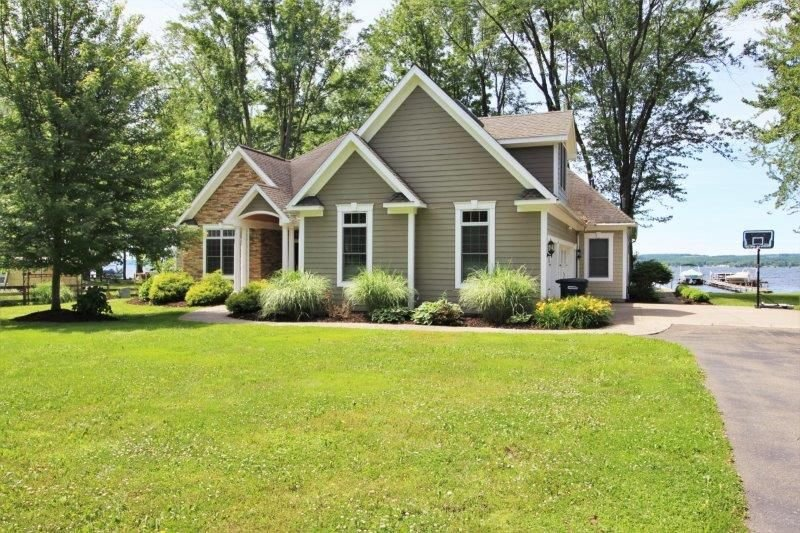 6465 Galloway - Modern lakefront home in Dewittville, great for the whole family, vacation rental in Brocton