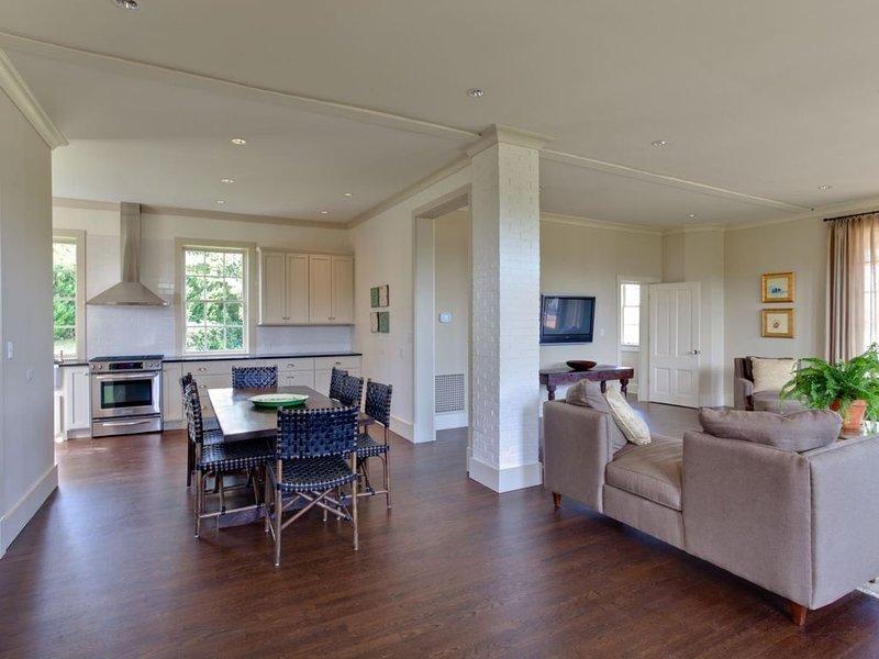 Kenridge Carriage House | Elegant Guest Home in Farmington/Birdwood Area, location de vacances à Charlottesville