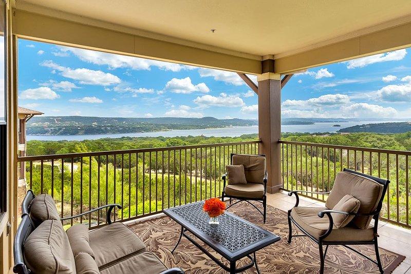 Hollows Resort Villa with Panoramic Lake & Hill Country Views, alquiler vacacional en Jonestown