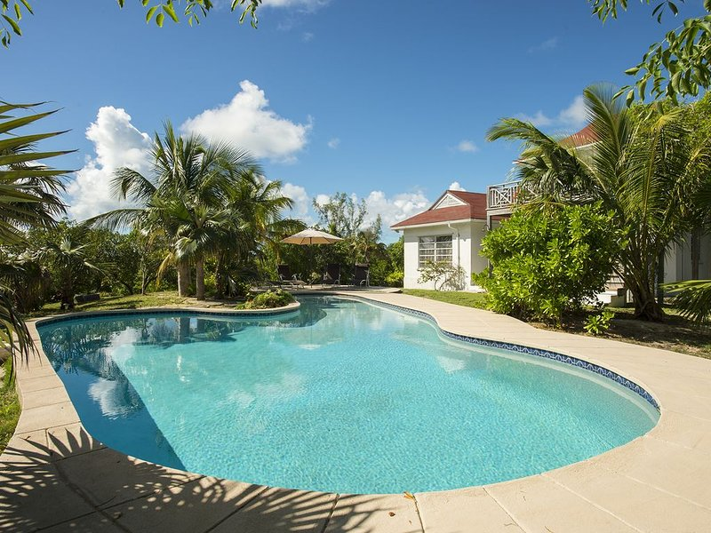 Private Beach Cottage with Heated Pool, Kayaks, Bikes, alquiler de vacaciones en North Palmetto Point