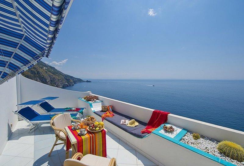 Villa Euforia: Una luminosa e solare casa indipendente rivolta al sole e al mare, vacation rental in Praiano