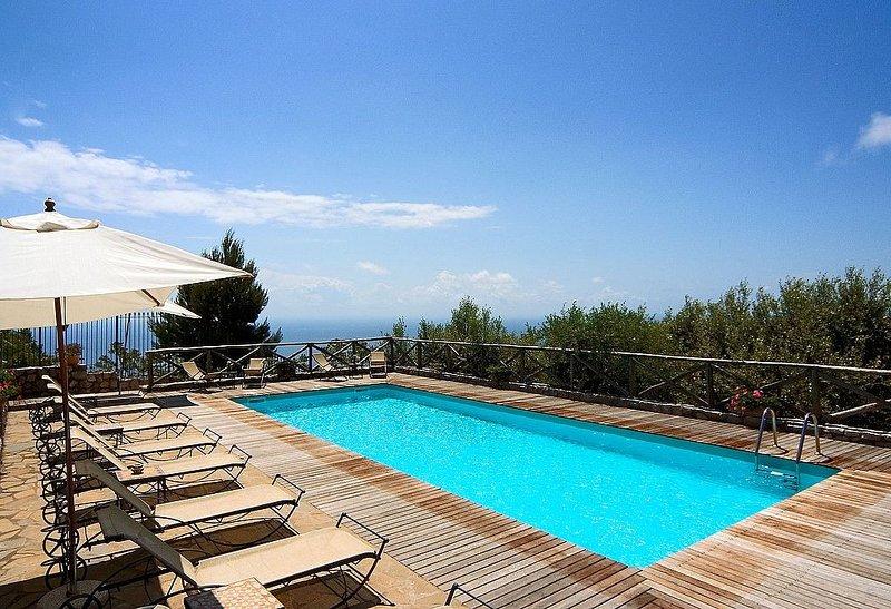 Villa Carissa B, rimborso completo con voucher*: Un incantevole appartamento cir, Ferienwohnung in Massa Lubrense