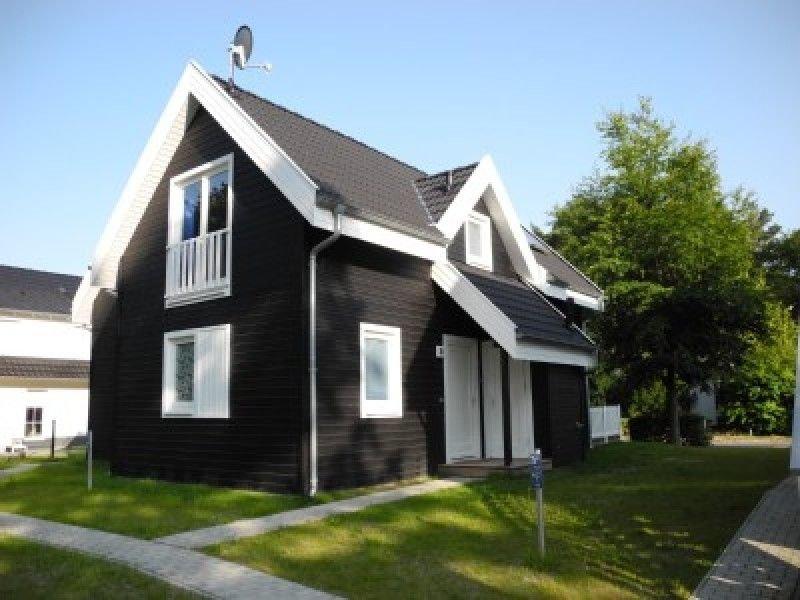 Exklusive Doppelhaushälfte mit Sauna, 3D-Fernseher, Kamin, WLAN u. Whirlpool, holiday rental in Neuenkirchen
