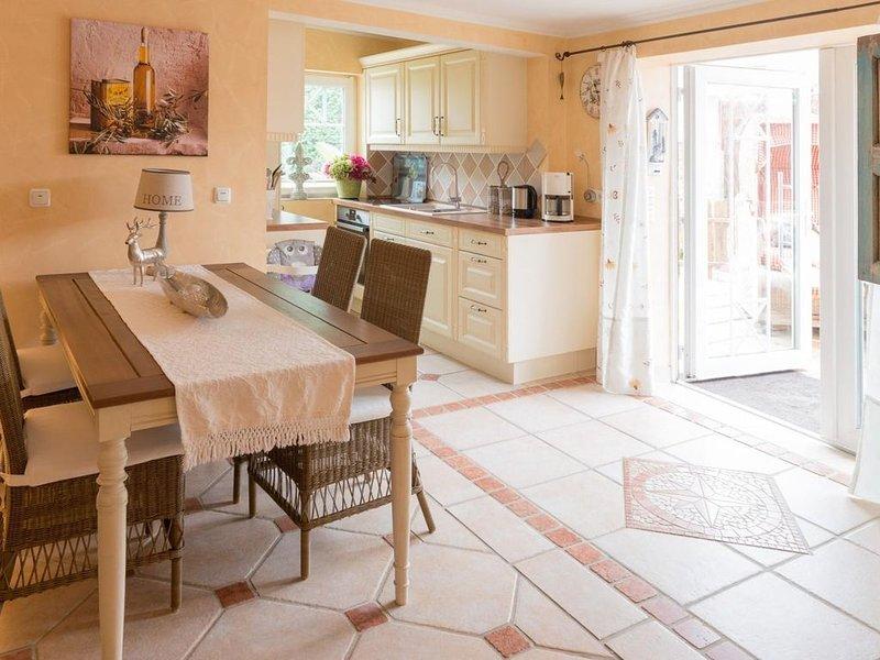 Ferienhaus Ostsee Strand Bungalow  WLAN Terrasse 40m zum Strand Casa Meeresbrise, holiday rental in Scharbeutz