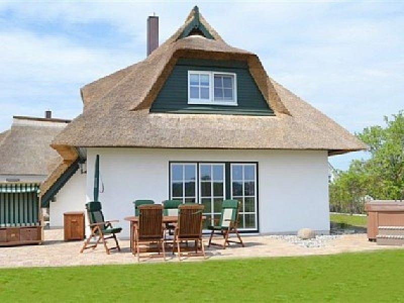 Traumhaftes Reetdachhaus m. Außenwhirlpool, Nebenkosten inkl., alquiler vacacional en Luetow