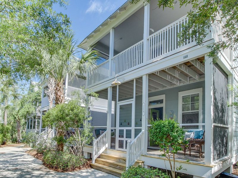 Charming beachside cottage w/shared hot tub, short walk to sunny beaches! Dog ok, holiday rental in Port Saint Joe