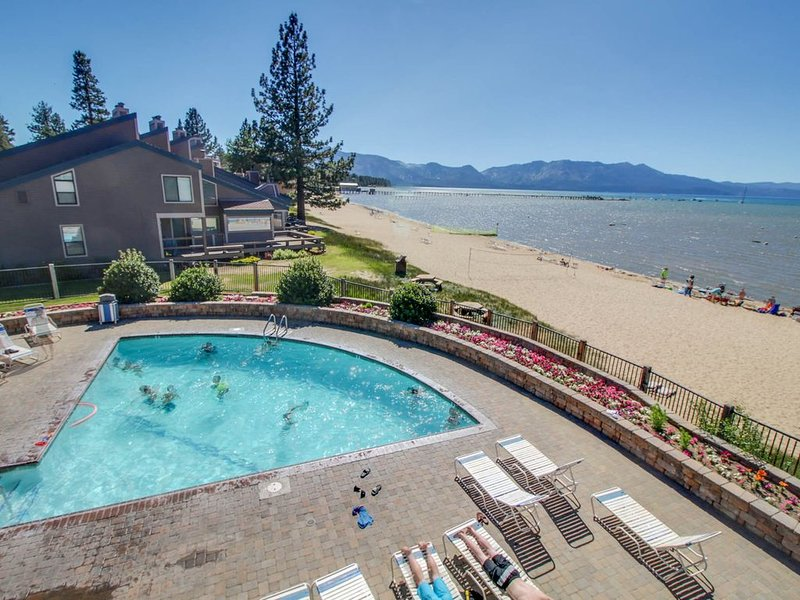 Condo w/ shared pool, hot tub, tennis, and more with lake access!, holiday rental in South Lake Tahoe