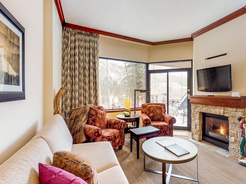 Ski-in / ski-out condo w/ private patio, shared pool, & other resort amenities, vacation rental in Olympic Valley