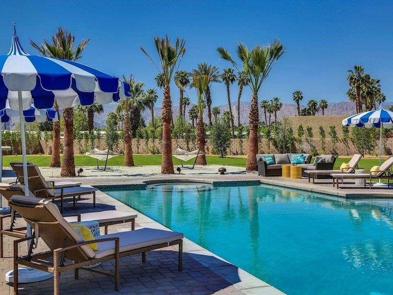 Strut 70 - Walk to Coachella From A Stylish Boho-Chic Resort Villa, alquiler de vacaciones en Indio