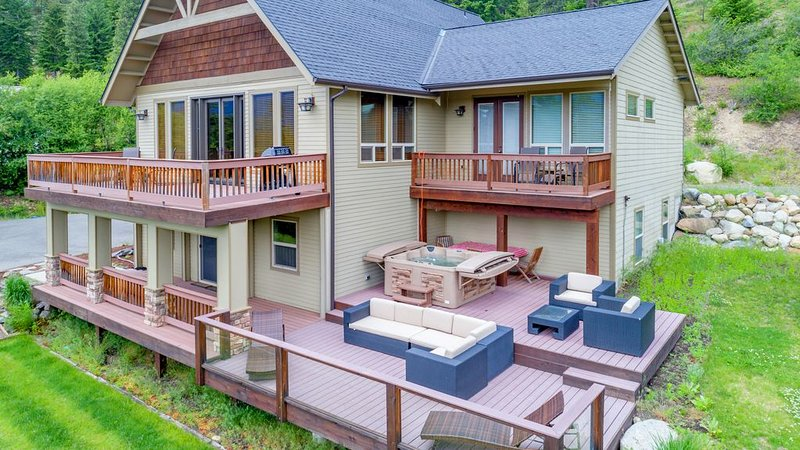 Big Views at Crest View Lodge! Up to 33% Off! Hot Tub | Game Room, vacation rental in Ronald