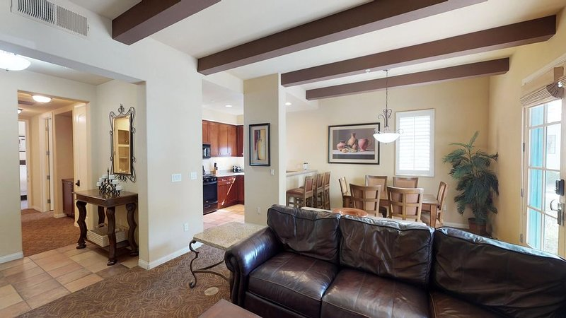 A Downstairs, Pet Friendly ADA Compliant Two Bedroom Unit Next To The Pool!, holiday rental in La Quinta