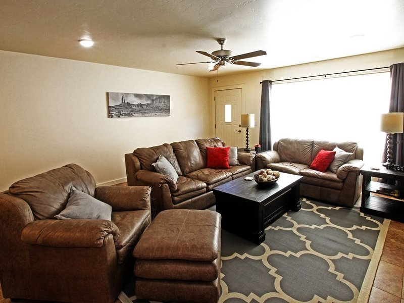 So the Adventure Begins! Brand New 3 BR 2.5 BA Townhome, holiday rental in Moab