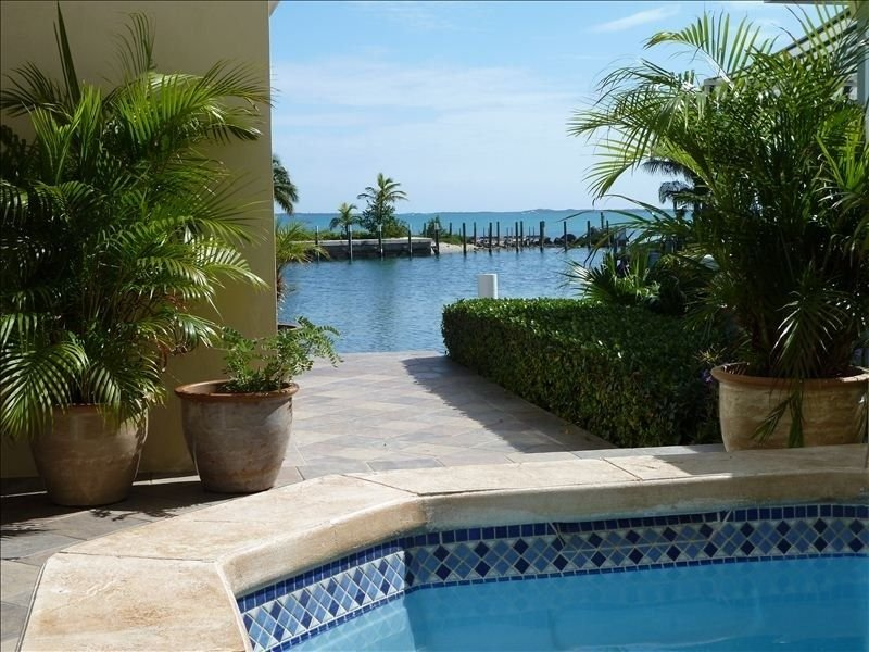 Luxury home with pool and 50' of canal front deep water dockage., alquiler de vacaciones en Lubbers Quarters