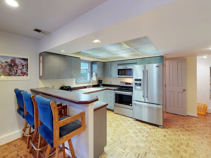 Lakefront family-friendly home w/ patio, lake views, and shared dock access – semesterbostad i Chelan