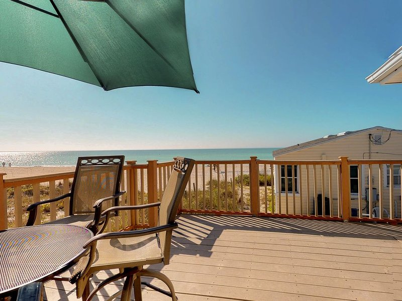 Waterfront home with furnished deck and Gulf views  - walk right onto the beach, vacation rental in Holmes Beach