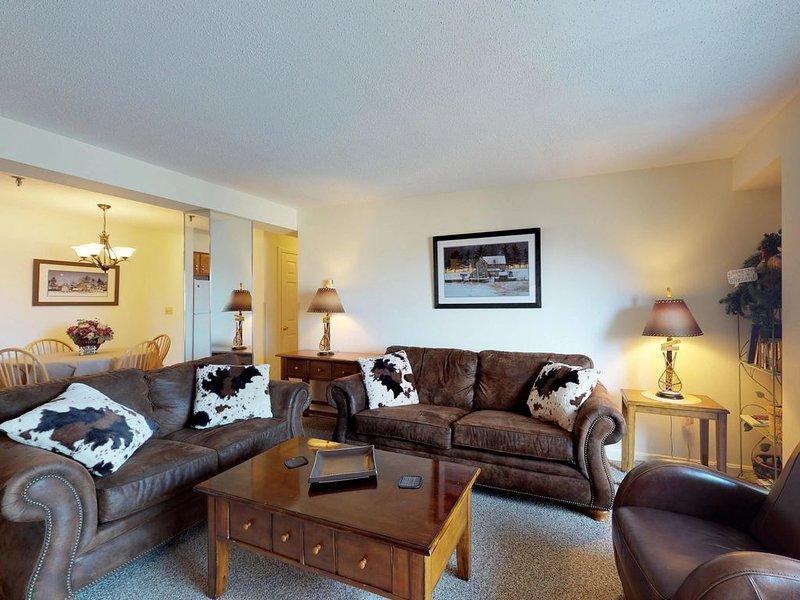 Cozy condo w/ shared pool, hot tub, & more - lovely mountain range views, vacation rental in Killington