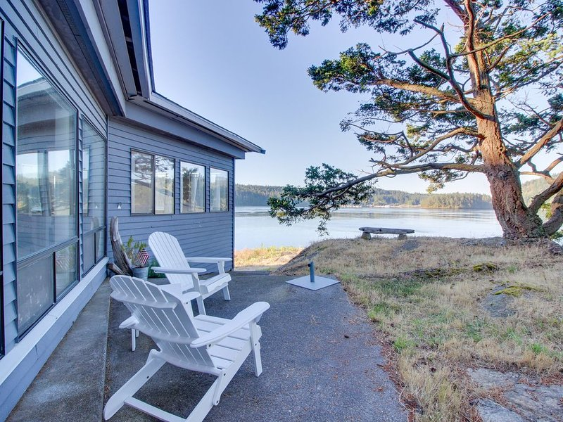 Peaceful bayview home w/ a nautical theme and views of Deception Pass Bridge!, vacation rental in Anacortes