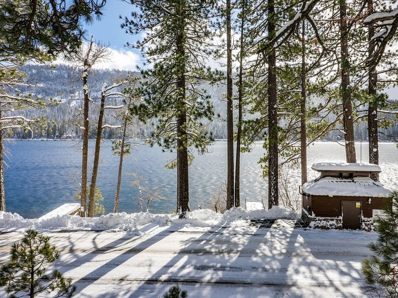 Dog-friendly, waterfront cabin w/ lake views & access - close to slopes, holiday rental in Norden