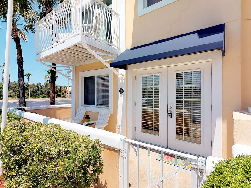 Dog-Friendly Condo w/Shared Pool & Beach Access/Free WiFi/Private Washer/Dryer!, Ferienwohnung in Cape Canaveral