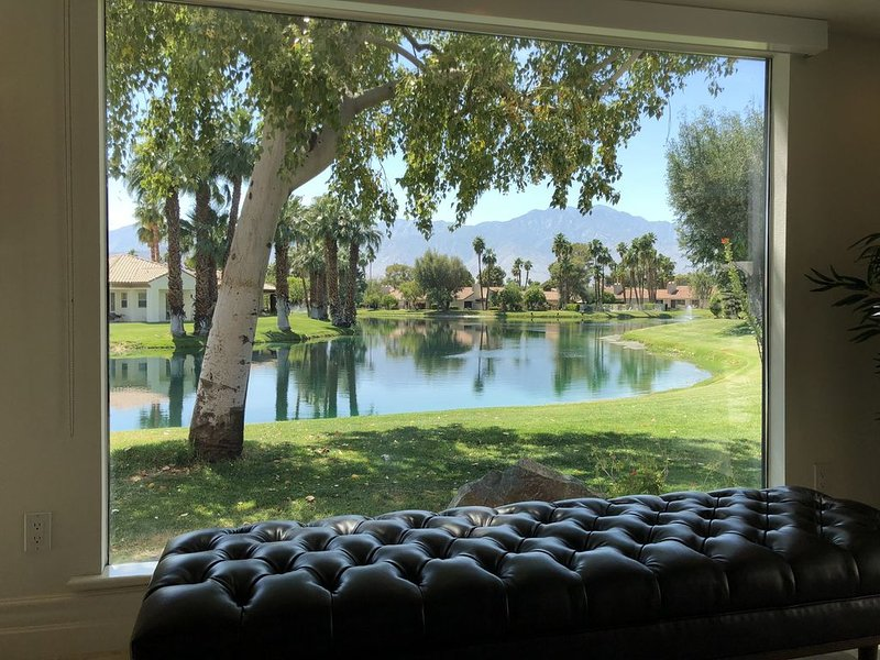 A Greenday Property: PICTURE PERFECT: Lg 1 Bed with Spa-like Bath + Powder Room;, holiday rental in Thousand Palms