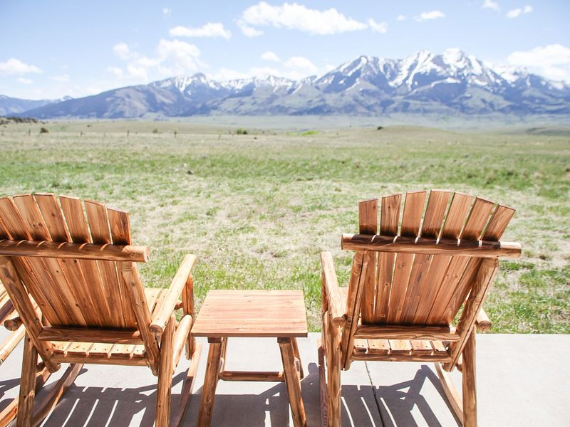 Yellowstone National park basecamp, sleeps 8, family fun!, holiday rental in Emigrant