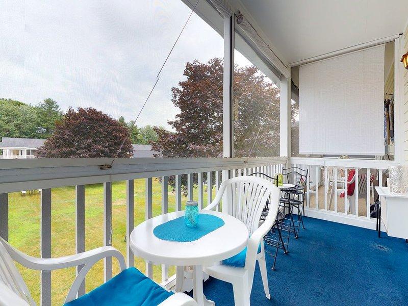 Studio-style condo w/ screened balcony & seasonal pool!, alquiler vacacional en Wells