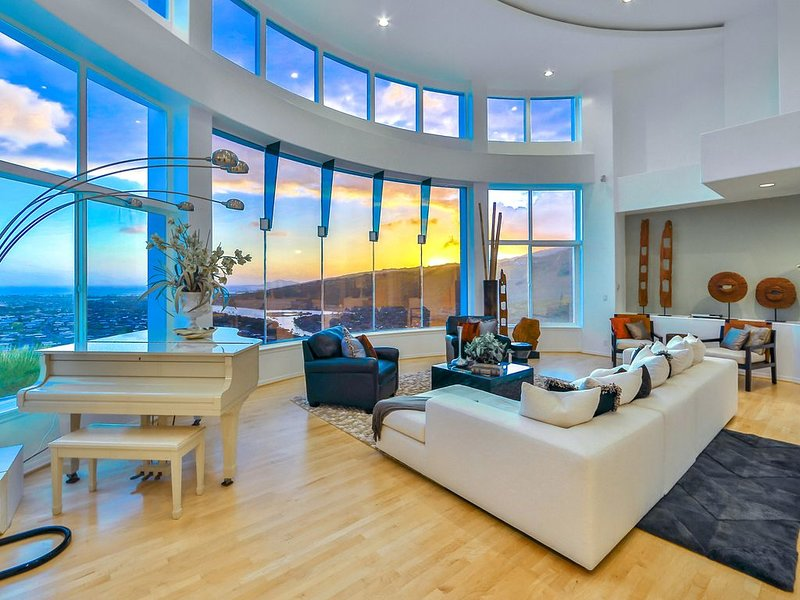 Luxury Home with Breath Taking Views in Hawaii Kai (Luxury area) 30 nights, location de vacances à Hawaii Kai