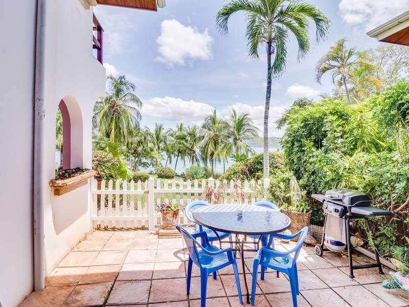 Soothing, oceanfront resort condo with free WiFi, and nearby beach!, alquiler de vacaciones en Playa Flamingo