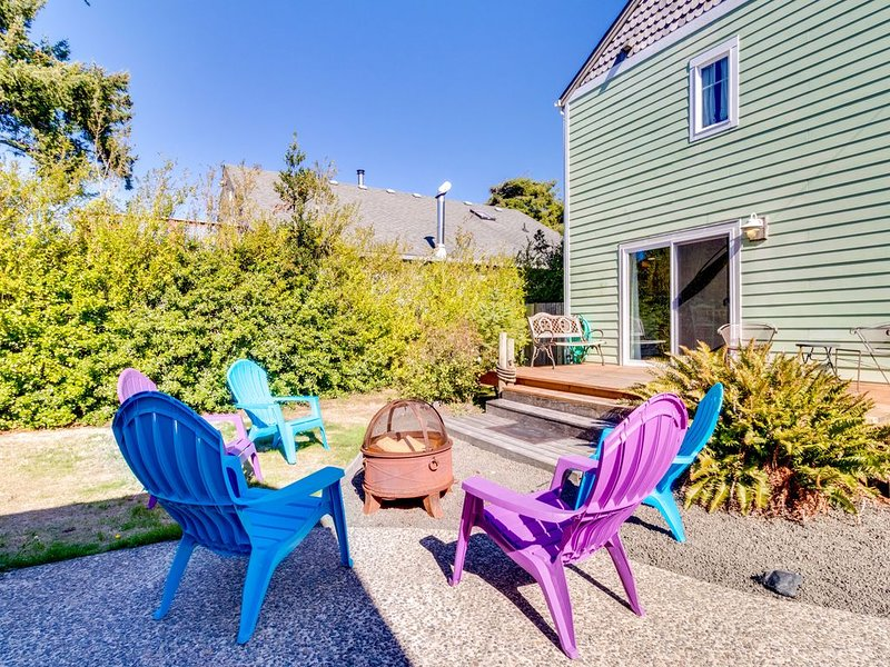 Dog-friendly home w/easy beach access - nearby dining, boat launch & golf, vacation rental in Seaside