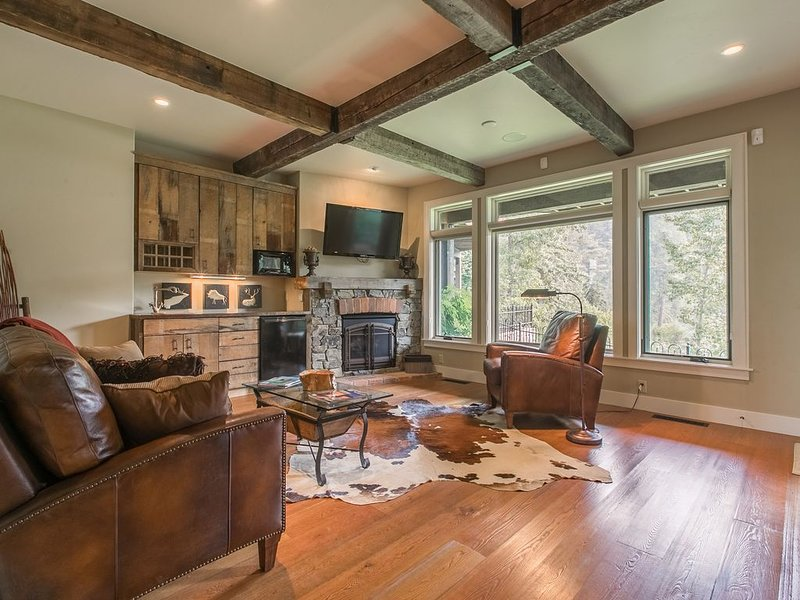 Spacious, waterfront townhome w/2 fireplaces, firepit & river view, holiday rental in Bigfork