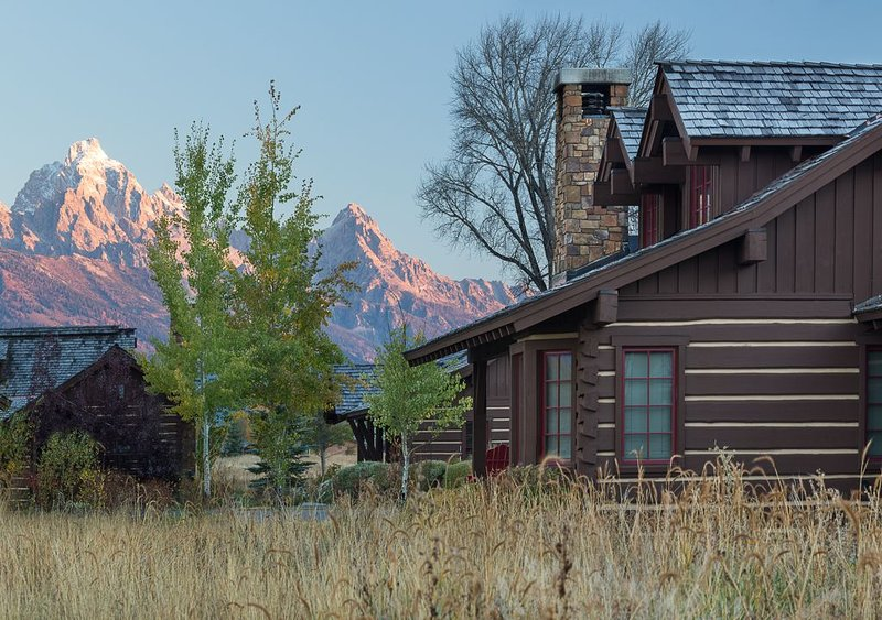 Enjoy Spectacular Mountain and Wild Views, Only Minutes from the Nat'l Park!, vacation rental in Jackson