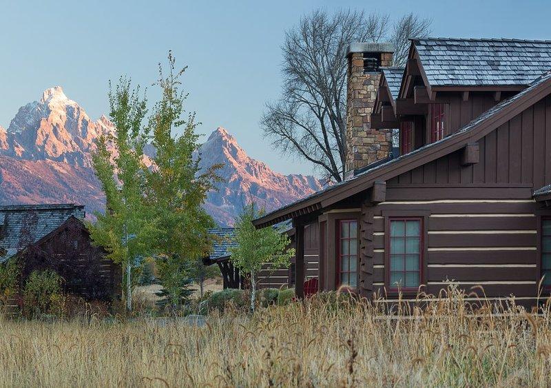 Enjoy Spectacular Mountain and Wild Views, Only Minutes from the Nat'l Park!, aluguéis de temporada em Kelly
