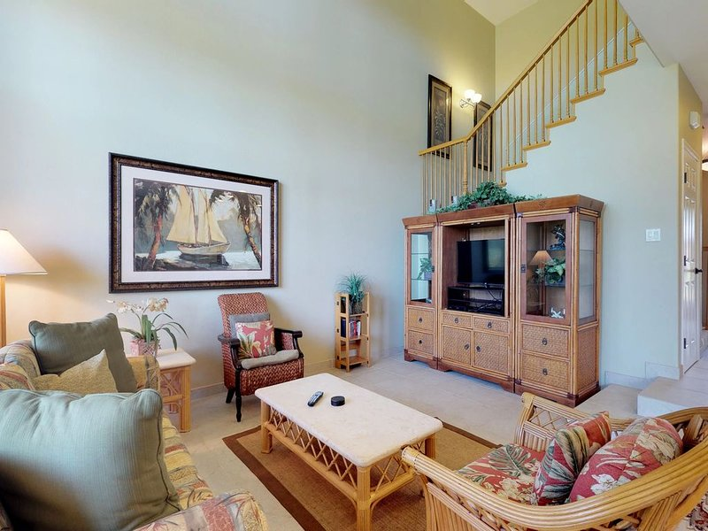 Resort-style home with shared pool and hot tub access near beach, golf, and more, vacation rental in Puako