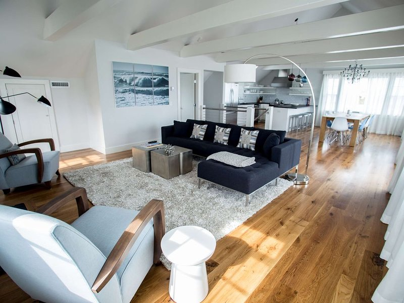 Stylish Modern 4 Bedroom Beach House With Water View, vacation rental in Siasconset