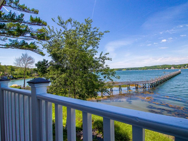 Riverfront condo w/ deck - minutes to shops & restaurants!, holiday rental in Wiscasset