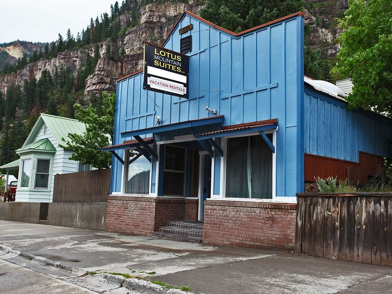 Renovated Historic Suite - Air Conditioning! - Heart of Downtown Ouray, holiday rental in Ouray