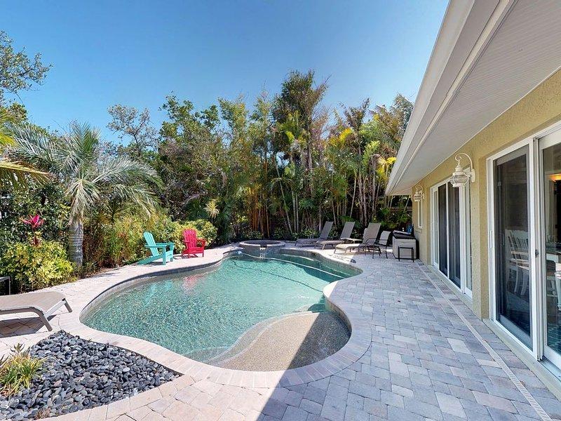Breezy canalfront home w/ heated pool & dock - 3 blocks to Bean Point Beach!, aluguéis de temporada em Anna Maria