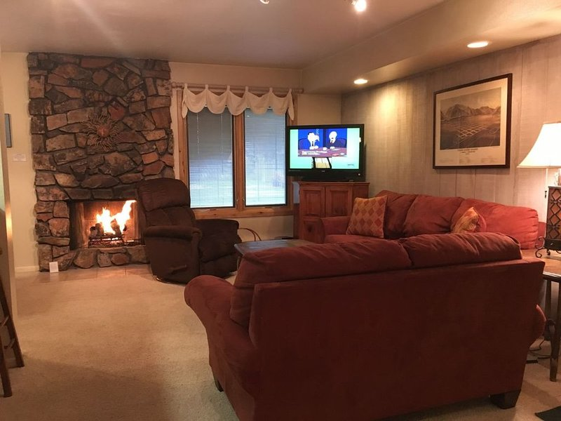 Hot Tub, Pool, Spa, Common Game Room, 10 minute Walk to Town & Lifts #153, vacation rental in Sun Valley-Ketchum