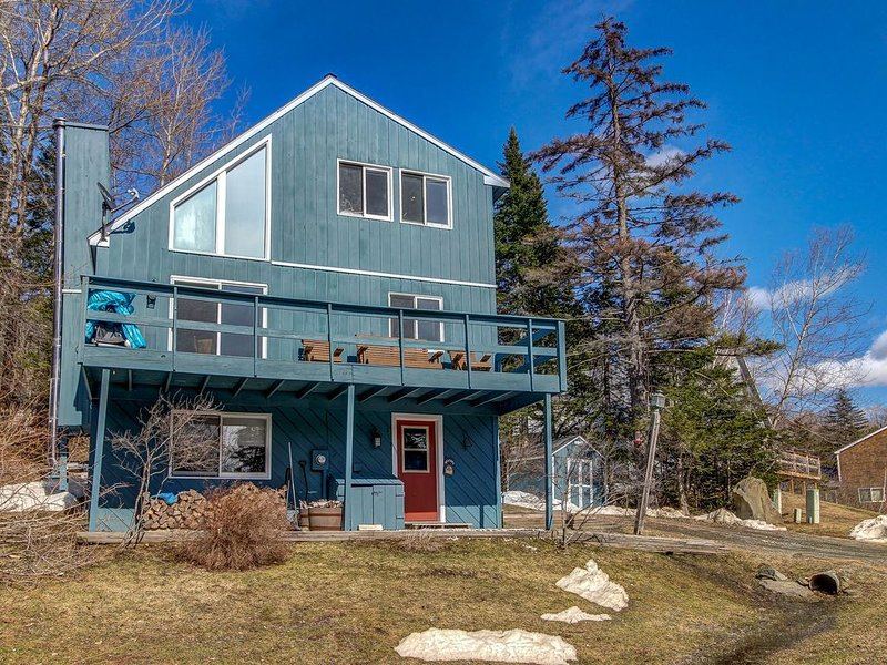 Comfortable dog-friendly home near slopes -wood fireplace, at-home entertainment, holiday rental in South Newfane