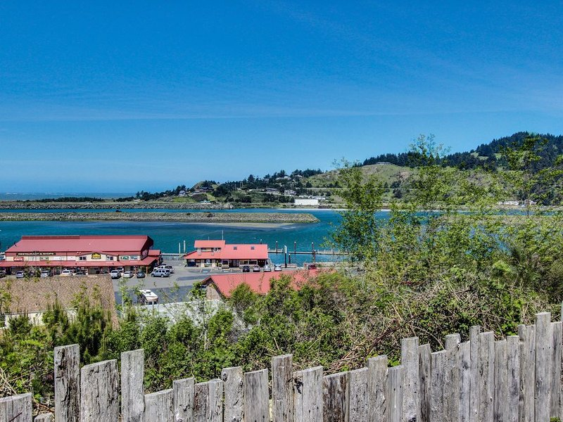 Cute, dog-friendly cottage with bay and ocean views - close to the beach, vacation rental in Ophir