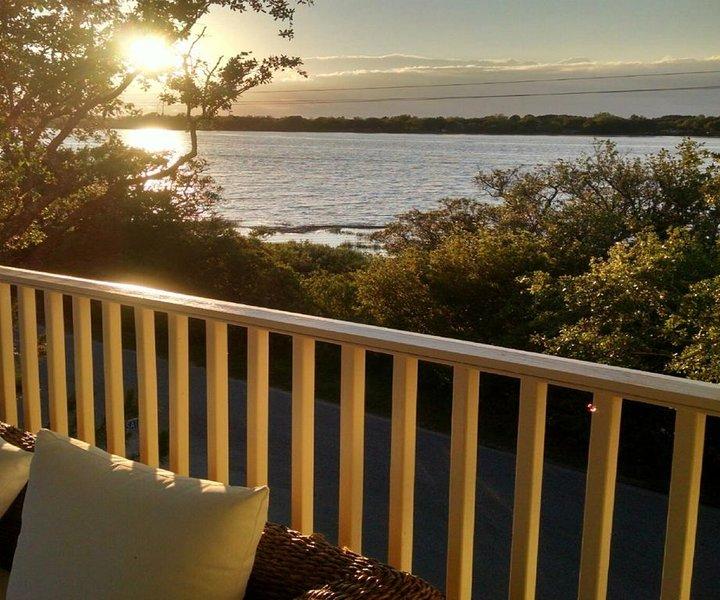 Marsh Mellow ~ Stunning 4 bedroom Marsh View Home, alquiler de vacaciones en James Island