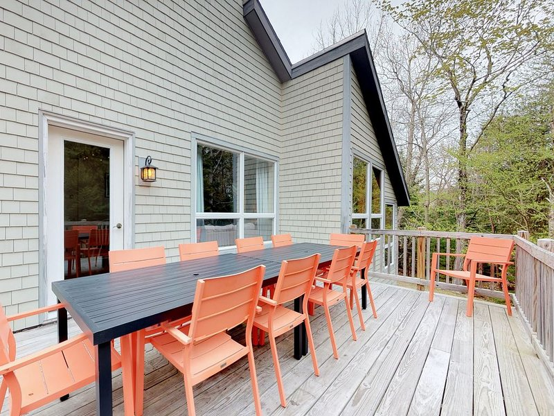 Home w/deck, great location in the heart of Acadia National Park!, vacation rental in Seal Harbor