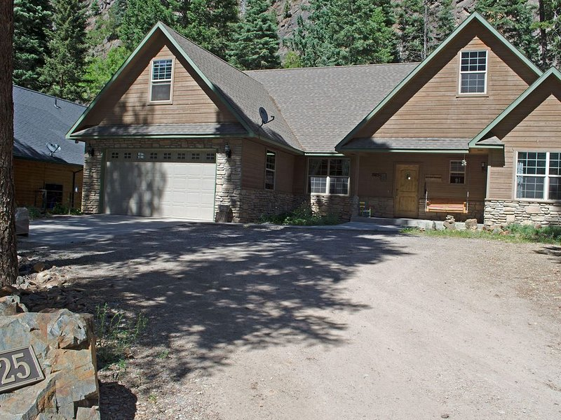 Luxury Home - Walk to Downtown - Free Night Offer, holiday rental in Ouray