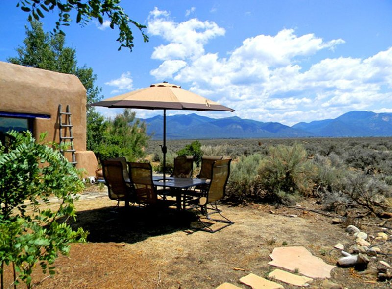 Adobe de Artista 1 - Semi Secluded Million Dollar Views with Private Hot Tub, holiday rental in Taos