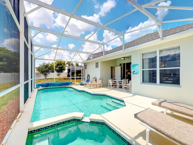Charming family-friendly home with private pool, game room, and more!, holiday rental in Four Corners